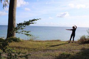 Vibeke Fraling laver Qigong ved Storebælt